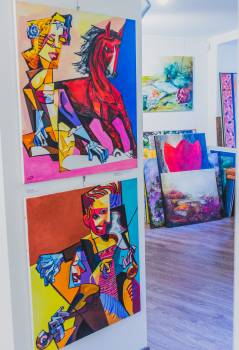 Art gallery art work paintings Free Photo